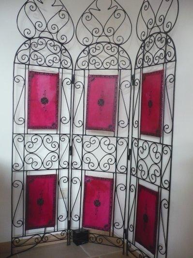 paravent en fer forge blog de merveilles du maroc. Black Bedroom Furniture Sets. Home Design Ideas